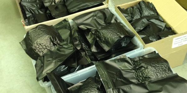 Sacs de café emballés sous vide
