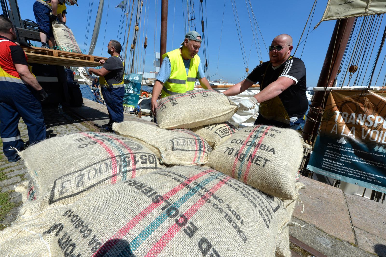 café importé à la voile sur De Gallant