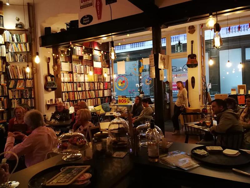 café littéraire livre ou verre à Charleroi