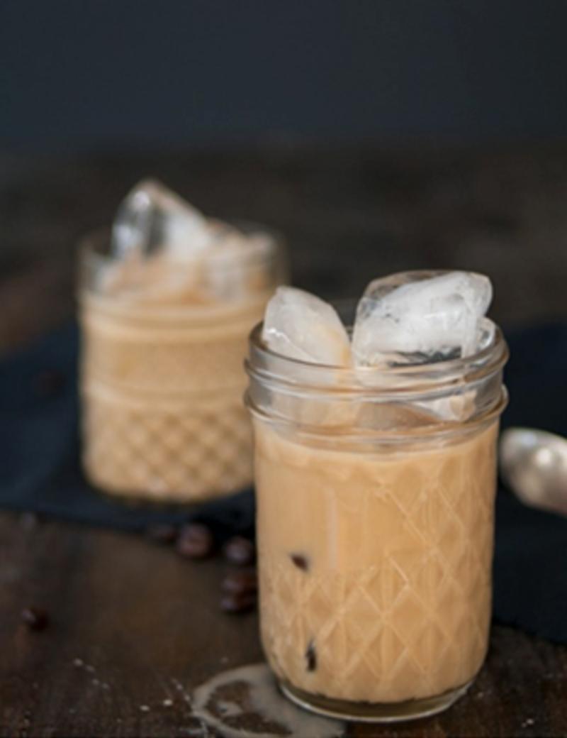 Iced amandel en macadamia latte