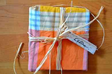 emballage cadeau avec serviette
