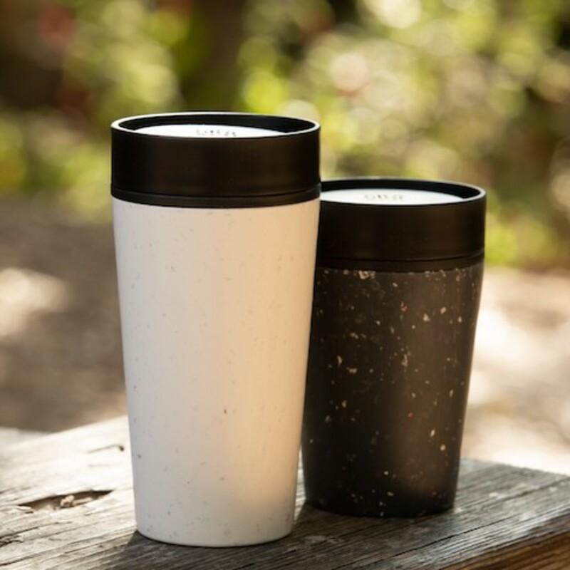 Tasse à café réutilisable Circular & Co 340 ml - Blanc et noir 1