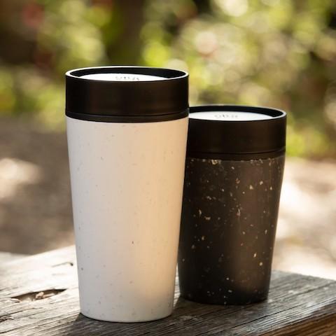 Tasse à café réutilisable Circular & Co 340 ml - Blanc et noir