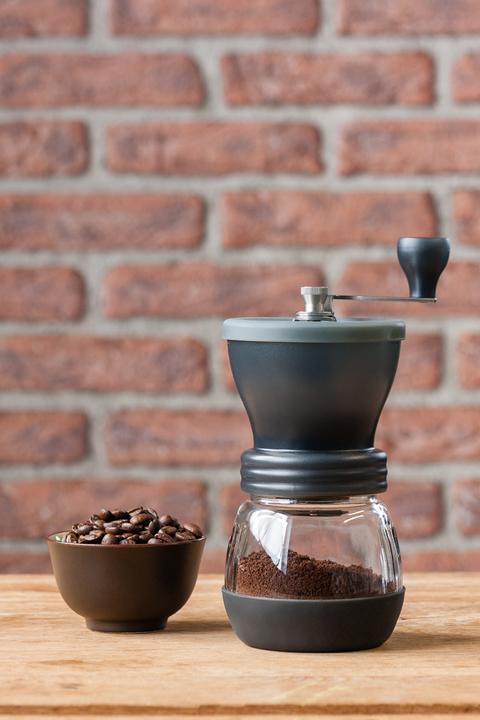 Moulin à café manuel Mill Skerton 100g avec meules en céramique