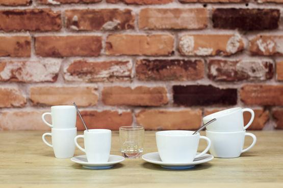 Tasses, verres et cuillères à café